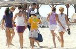 Веселин Маринов на плажа в Албена със семейството си - снимка Труд